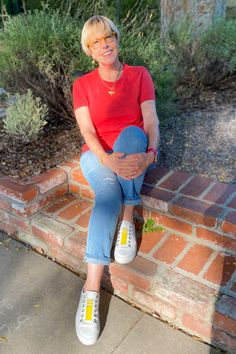White Jeans Outfit, Jeans Outfit Summer, Shoes With Jeans, Jeans And Sneakers, Summer Outfits Women Over 40, Shorts Outfits Women, Simple Outfits, Casual Outfits, Fashion Outfits