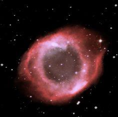 Nebulosa NGC 6894. Es una nebulosa planetaria en la constelación Cygnus. Descubierta por William Herschel el 17 de julio de 1784.