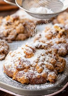 Pumpkin Pecan Crumble Muffins – What's In The Pan? Pumpkin Pecan Crumble Muffins – What's In The Pan? Köstliche Desserts, Delicious Desserts, Dessert Recipes, Yummy Food, Pumpkin Recipes, Fall Recipes, Holiday Recipes, Muffin Recipes, Baking Recipes