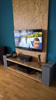 18 Idées Créatives De Meuble TV En Palette Brick Shelves, Cinder Block Furniture, Rack Tv, Brand Building, Tv Unit, Coin Tv, Sweet Home, Woodworking, House Design