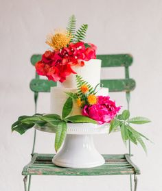 Currently craving: all things tropical, including this gorgeous, lush cake!