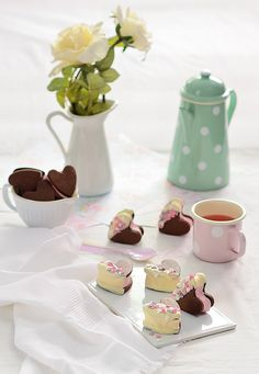 ¡Qué cosa tan dulce!: Galletas de chocolate con nubes de frambuesa {receta para San Valentín}