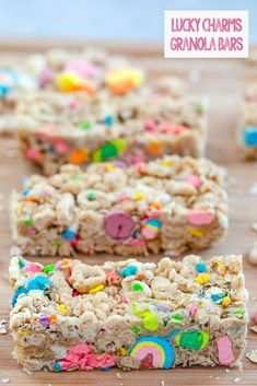Made with Lucky Charms cereal, quick cooking oats, and white chocolate chips, these no-bake Lucky Charms Granola Bars are a fun treat for your loved ones! Granola Cereal, Cereal Bars, Granola Bars, Cereal Treats, Lucky Charms Cereal, Lucky Charms Treats, Baked Doughnuts, Sweet Bar