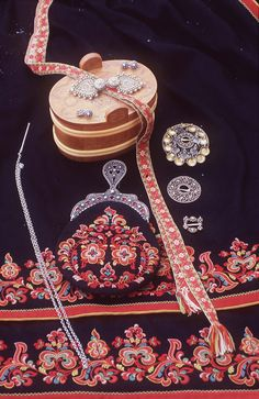 FolkCostume&Embroidery: Costume and 'Rosemaling' Embroidery of West Telemark, Norway Traditional Art, Traditional Outfits, Folk Costume, Costumes, Scandinavian Embroidery, Rosemaling Pattern, Finger Weaving, Card Weaving, Folk Fashion