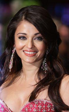 Aishwarya Rai Jewel Tone Eyeshadow - Aishwarya Rai Beauty Looks - StyleBistro