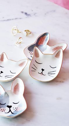 Inspired by real life pets at OB, Saskia the cat has been printed onto to this organic-shaped trinket dish and given a sophisticated style with a metallic finish to hold all of your odds and ends.