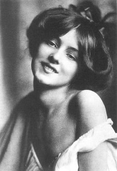 Evelyn Nesbit (1884 - 1967) Model, Chorus Girl, known for the scandalous murder of her ex-lover, New York architect Sanford White, by her husband....