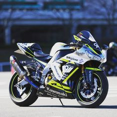 Kawasaki 250, Kawasaki Ninja Zx6r, Kawasaki Zx10r, Kawasaki Motorcycles, Super Sport, Sport Bikes, Sexy, Sportbikes, Hs Sports