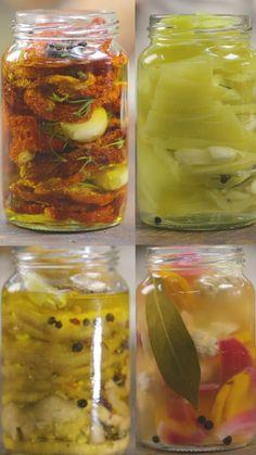 Receta con instrucciones en video: 4 maneras disitintas de guardar tus sabores preferidos para siempre Ingredientes: - Conserva de Berenjenas:, 1 berenjena, 1 taza vinagre de manzana, 1 taza agua, 2 cdas. de sal gruesa, 1 cda. de ají molido, 1 cda. de oregano, C/n aceite oliva, Ajos machacados, Granos de pimienta, -Conserva de Ajies, ½ kg. de ajies, 1 cda. de pimienta grano, ajos machacados, Laurel, C/n vinagre de alcohol, C/n agua, C/n sal gruesa, -Conserva de Pickles, 1 zanahoria, 2…