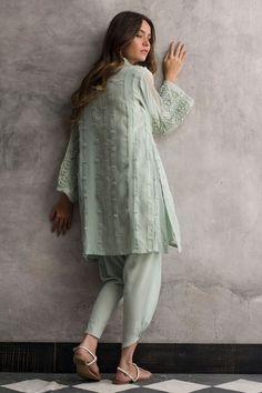 Faded pink crepe silk dress by Nida Azwer Pakistani dresses 2018 Pakistani Party Wear, Pakistani Dresses Casual, Indian Party Wear, Indian Dresses, Indian Wear, Indian Outfits, Kaftan, Fashion Pants, Fashion Outfits