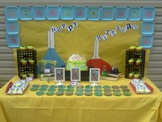 Mad Scientist Party cupcakes, decorations and petri dishes