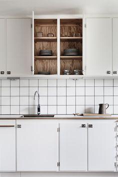 25 beautiful Scandinavian kitchen designs - Decor Around The World Diy Kitchen Cabinets, Kitchen Dining, Kitchen Decor, Kitchen Tiles, Kitchen Furniture, Home Interior, Interior Design Kitchen, Interior Shop, Scandinavian Kitchen