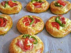 Pizza Recipes, Cooking Recipes, Party Food For Adults, Pizza Tarts, Party Food Buffet, The Kitchen Food Network, Greek Recipes, Cocktail Recipes, Food Network Recipes