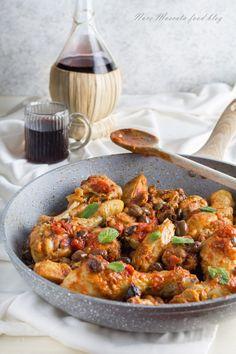 Pollo alla cacciatora con olive e capperi