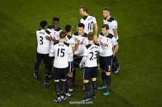 LONDON, ENGLAND - JANUARY 04: The Tottenham Hotspur team shake hands prior to the Premier League match between Tottenham Hotspur and Chelsea at White Hart Lane on January 4, 2017 in London, England. (Photo by Mike Hewitt/Getty Images)