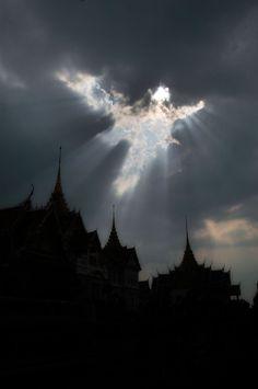 神様のイタズラ!まるで○○のような形をした雲