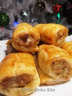 Yummy Homemade Sausage Rolls. These are great for a Christmas Party! - http://thelinkssite.com/2013/12/21/quick-easy-sausage-rolls/