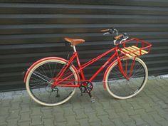 Um Missverständnissen vorzubeugen: Nein, die Retro-Bikes von Lisch Bikes aus Enschede in Holland sind alles andere als dämlich. Aber dieser frühmorgentliche Wortsport musste einfach sein. Die neue Stahl-Marke startet aktuell mit jeweils einem Damen- und Herren-Modell mit dem treffenden Namen … Weiterlesen →