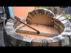Build Your Own Back Yard Pizza / Baking Oven - http://www.gottagodoityourself.com/build-your-own-back-yard-pizza-baking-oven/