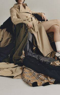 Get inspired and discover Burberry: The Heritage Trench Collection trunkshow! Shop the latest Burberry: The Heritage Trench Collection collection at Moda Operandi. Burberry Outfit, Communication Design, Fast Fashion, Cover Photos, Sustainable Fashion, Blazer Jacket, Trench, Chelsea, Jackets