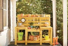 Build the ultimate gardener's potting bench. It has a place for all of your tools, potting mix and pots. Its dual levels make potting up your containers a breeze. We have the step-by-step instructions and photos at The Home Depot's Garden Club. Pallet Potting Bench, Potting Tables, Pallet Crafts, Diy Pallet Projects, Wood Projects, Backyard Projects, Outdoor Projects, Garden Projects, Garden Tool Storage