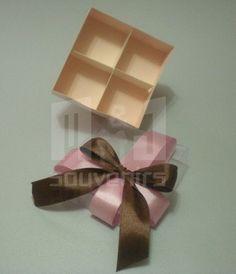 Caja para dulces Materiales : Cartulina , acetato , cinta Aplique: lazo
