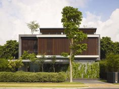 This is Sentosa Cove Residence.   More>> http://www.design-building.com/home-design/the-modern-house-in-singapore-sentosa-cove-residence