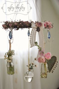 I've noticed that many different projects can be made with wire hangers. Inexpensive and fun, these hanger crafts are perfect for the classroom! Wire Hanger Crafts, Wire Hangers, Plant Hangers, Craft Projects, Projects To Try, Style Deco, Deco Floral, Idee Diy, Shabby Chic Decor