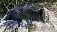 Los primeros lagares rupestres salen a la luz en la Ribeira Sacra, no os parece un lugar interesante para conocer? http://experienciasyociolazoleon.wordpress.com/ te lo organiza...ven a conocernos!!!!!!!