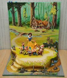 The most beautiful Snow White cake! White Fondant Cake, Buttercream Cake Designs, Extreme Cakes, Snow White Cake, Carousel Cake, Cake Templates, Character Cakes, Birthday Cake Decorating, Painted Cakes