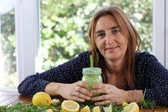 Podemos añadir zumo de limón a nuestros batidos o smoothies. Además de prevenir la oxidación de los ingredientes, podemos beneficiarnos de las vitaminas y minerales que contiene.