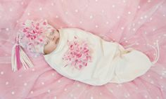 Make your newborn photos extra special with this Flowers Bunting & Tassel Hat Set in Pink & White