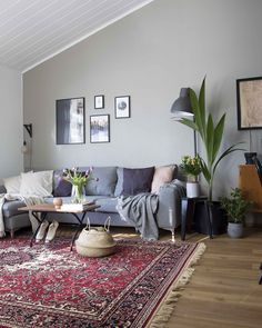 Modern vintage interior 1st Apartment, Red And Blue, Beautiful Homes, Living Room, Rugs, Modern, Design, Vintage, Sitting Rooms