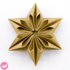 Learn how to fold a beautiful 6 point origami star designed by José Meeusen. This geometric origami star looks very different on each side. Made from one sheet of paper, no glue required. This is an intermediate level origami model. Paper Crafts Origami, Origami Art, Paper Crafting, Origami Bookmark, Origami Flowers, Origami Xmas, Origami Dragon, Architecture Origami, Origami Christmas Ornament