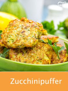 Zucchini buffers are easy to digest and delicious in taste .-Zucchinipuffer sind leicht bekömmich und delikat im Geschmack. Diese Rezept ist… Zucchini buffers are easy to digest and have a delicate taste. This recipe is prepared in no time. Easy Cake Recipes, Easy Healthy Recipes, Healthy Drinks, Baby Food Recipes, Easy Meals, Soup Recipes, Low Carb Chicken Recipes, Turkey Recipes, Baby Zucchini Recipe