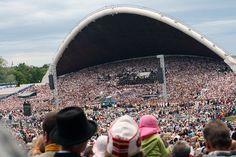 A moment before the opening of the 25th Estonian Song Festival (2009) at the Tallinn Song Festival Grounds. ◆Estonia - Wikipedia http://en.wikipedia.org/wiki/Estonia #Estonia