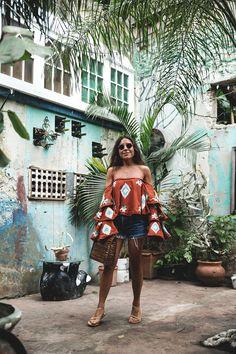 Una de nuestras paradas favoritas en San Juan fue por el barrio de Santurce es Ley. Bohemio, lleno de arte en sus paredes y con un encanto especial que nos enamoró a Manu y a mí. El Patio de Solé, es un pequeño local al que entramos por casualidad ubicado en Miramar. Me encantó y decidí hacerme fotos ahí. Está decorado con bellos murales pintados por artistas locales, antigüedades, plantas y enredaderas que le dan un color vibrante y a la misma vez un acogedor patio en el que hubiese querido…