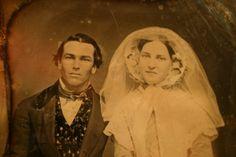 Vintage Couples, Vintage Wedding Photos, Vintage Weddings, Wedding Couples, Wedding Pictures, Victorian Ladies, Victorian Era, Antique Photos, Vintage Photographs