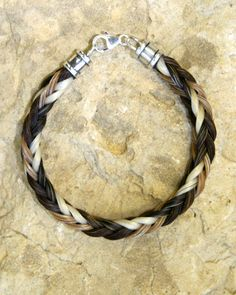 How to make a horse hair bracelet - equestrianhow2.com