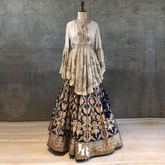 Fancy shopping Banarasi Lehenga for your wedding? Check out all these amazing labels selling banarasi lehengas from INR 5000 to INR 1 Lakh+. Lehenga Choli Designs, Bridal Lehenga Choli, Ghagra Choli, Designer Party Wear Dresses, Indian Designer Outfits, Indian Outfits, Indian Gowns Dresses, Pakistani Dresses, Pakistani Bridal