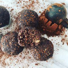Boules ?nergisantes dattes amandes cacao