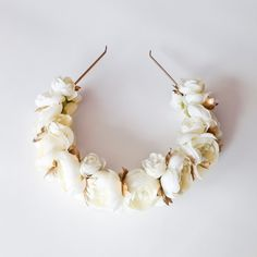 Ivory and gold ranunculus floral crown   gold por CameronCouture