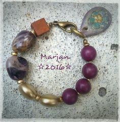 #handmade #bracelet #polymerclay #charm #amethist #purple #howlite #woodbead #gold #acrylicbeads  Handmade bracelet with lage amethist nuggets, purple howlite rounds and a handcrafted and handpainted polymerclay charm. Gold/bronze findings. ☆Sparkles☆ 2016 Fall Collection € 23,95
