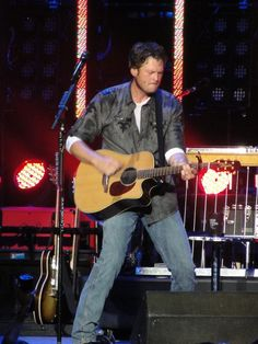 Blake Shelton Boggy Bayou Mullet Festival Niceville FL Meet n Greet; stood on side stage right beside the drum set AWESOME!!! 2007