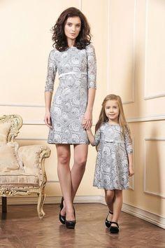 Partnerlook,  MiniMe    In romantische grauen Spitzen kommen unsere Kleider von Marka daher und verleihen ihnen die Ausstrahlung mit dem Sie und ihre Tochter bei jeder Feier den richtige Auftritt hinlegen.Diese ganz...