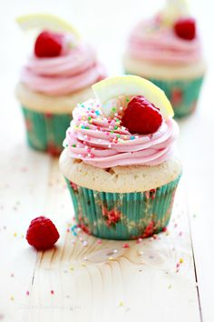 lemon raspberri, food, amaz lemon, cupcak au, cup cake, pretti cupcak, delicioso dessert, raspberri cupcak, lemon cupcakes