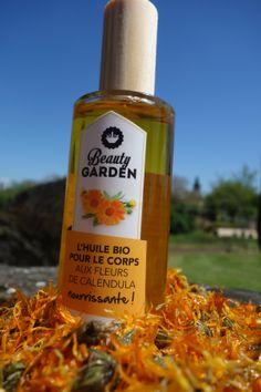 L'huile bio aux fleurs de calendula après la production d'hier ! Et sous le soleil bien sûr ! #unairdevacances #bio #organic #cosmetics #calendula #fleurs #cielbleu #parfum #naturel #vegan #bois #nofilter #Beautygarden