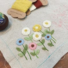 9월 23일 아침 자수^^ 퍼실퍼실 날리는 애플톤 울사로.. #embroidery #자수타그램 #김해장유자수샵 #봄빛퀼트자수 #오늘의자수