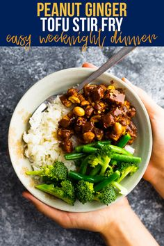 With crispy tofu and an irresistible peanut sauce, this peanut ginger tofu stir fry will unite tofu lovers and haters alike. Easy enough for a weeknight dinner! #sweetpeasandsaffron #stirfry #vegan #tofu #peanut #dinner #healthy Easy Vegan Dinner, Vegan Dinner Recipes, Vegan Dinners, Vegetarian Recipes, Dinner Healthy, Healthy Dinners, Vegan Meal Prep, Meal Prep Bowls, Sin Gluten