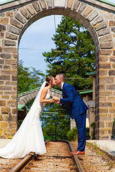 Hochzeitsfotos auf ungewöhnlichen Orten Newlyweds, Round Round, Pictures